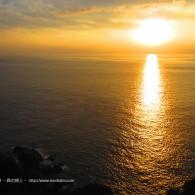夕陽を見ながら物思いにふける